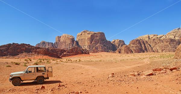 Удивительный вид в пустыне Вади Рам в Иордании. Панорама