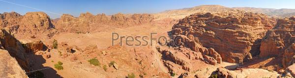 Фотография на тему Панорама пещер в затерянном городе Петра, Иордания