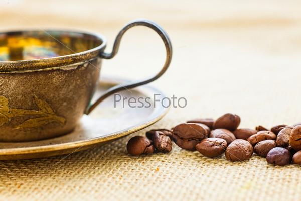 Чашечка кофе с кофейными зернами