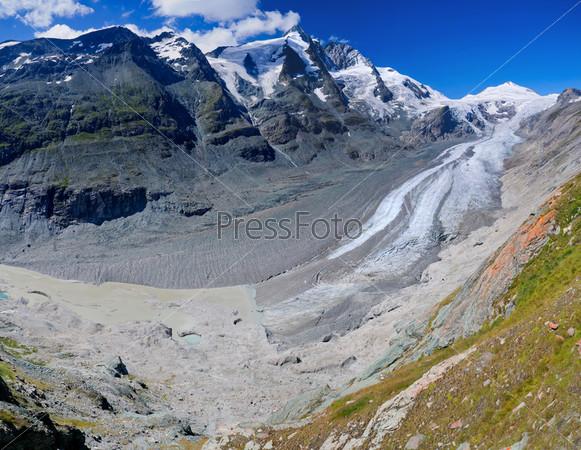 Ледник на Гросглокнер летом в Австрии. Панорама