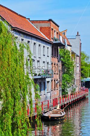 Фотография на тему Типичная голландская улица в Делфе