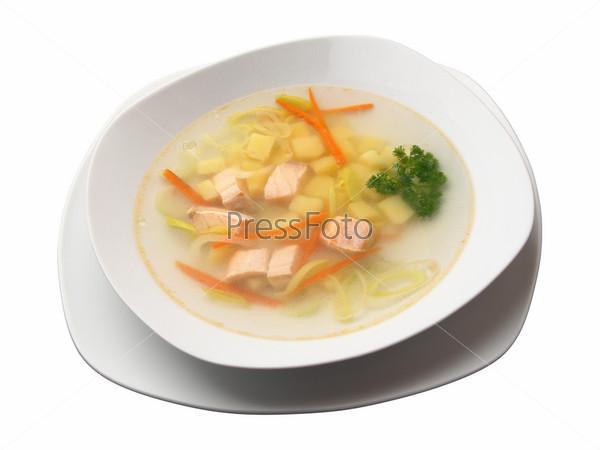 Суп с лососем на тарелке, изолированной на белом фоне