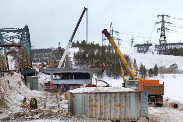 Фотография на тему Строительство нового автодорожного моста на севере