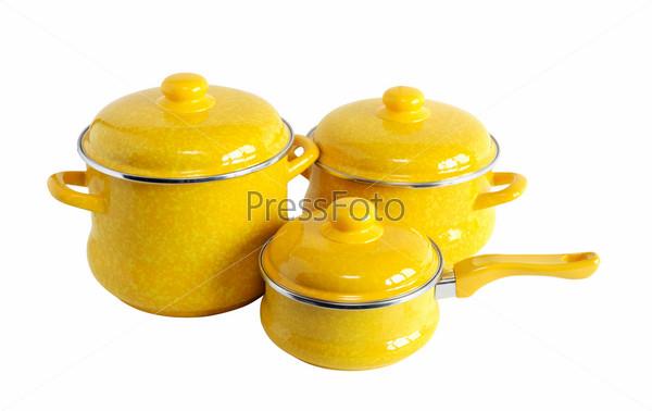 Фотография на тему Три новых желтых кастрюли на белом фоне