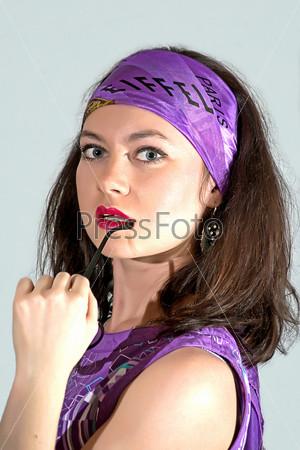 Фотография на тему Женщина в фиолетовом платке