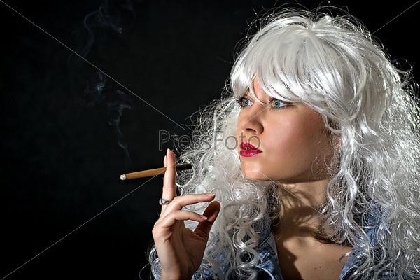 Фотография на тему Женщина с сигарой