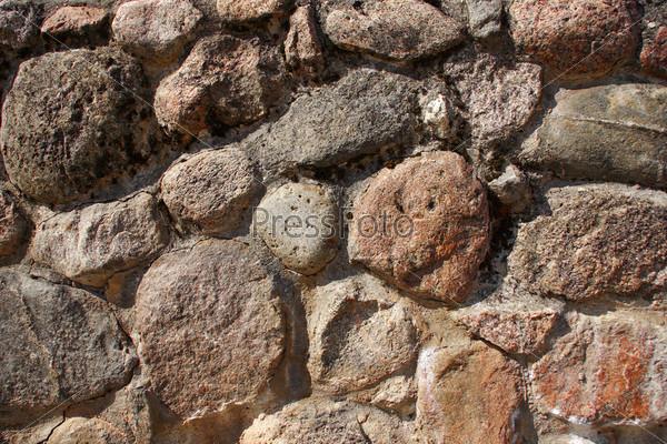 Гранитная каменная стена