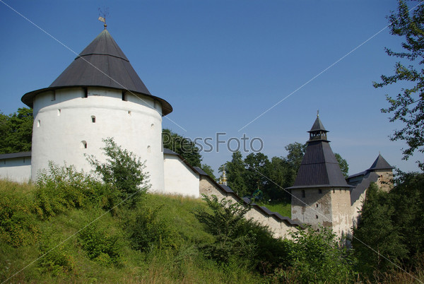Башни Печерского монастыря в Псковской области, Россия