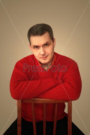 Фотография на тему Портрет взрослого мужчины на стуле