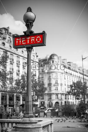 Знак метро в Париже, Франция