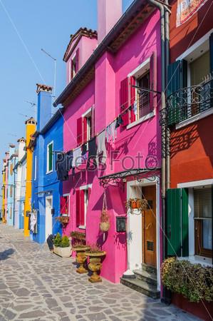 Красочные дома в Бурано. Венеция. Италия