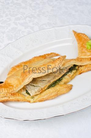 Вкусное блюдо из форели с зеленью в кляре