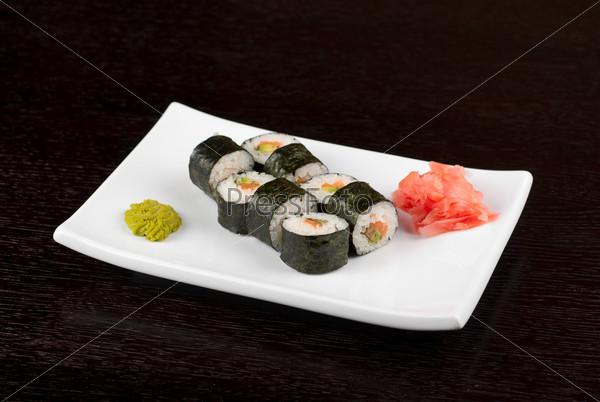 Фотография на тему Хоккайдо маки из лосося, авокадо и нори