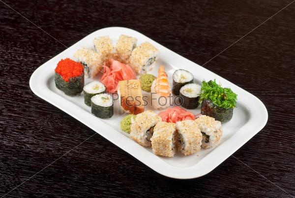 Японские суши на тарелке