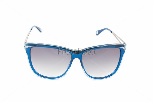 Фотография на тему Современные солнцезащитные очки на белом фоне