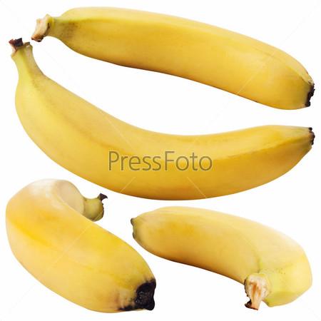 Спелые бананы на белом фоне