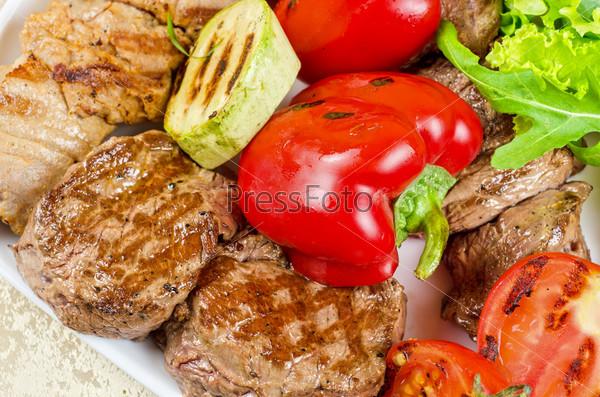 Фотография на тему Барбекю с овощами и зеленью