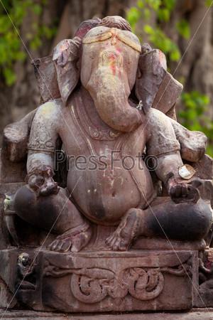 Каменная статуя Бога Ганеша