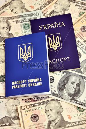 Украинский заграничный паспорт и доллары