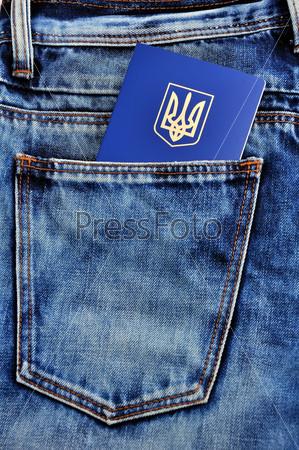 Фотография на тему Украинский заграничный паспорт в кармане