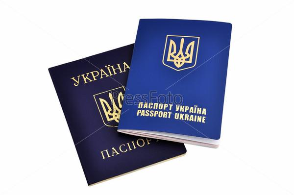 Паспорт гражданина Украины и украинский заграничный паспорт на белом фоне