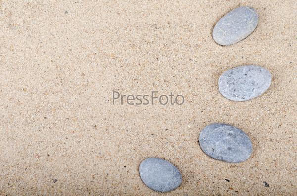 Камни на песке в качестве фона