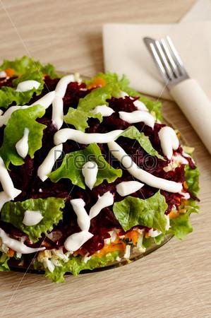Салат из сельди и овощами