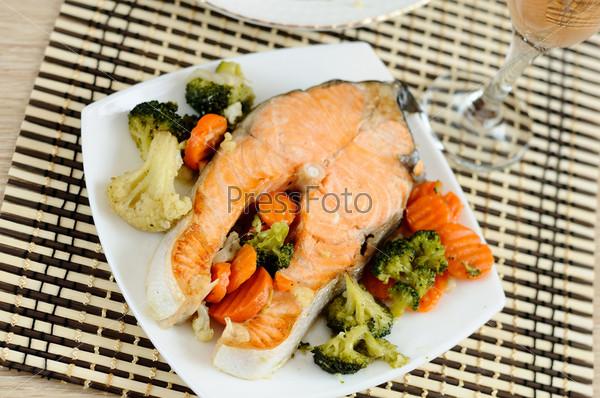 Фотография на тему Вкусный лосось с овощами