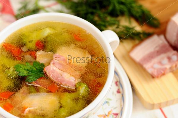 Итальянский суп с овощами и беконом