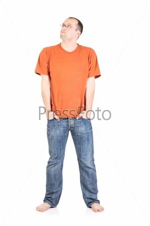 Фотография на тему Молодой человек задумчиво смотрит вверх, изолированный на белом фоне