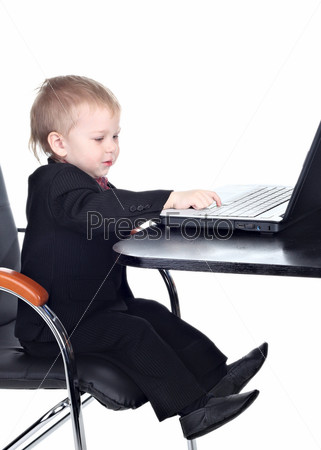 Фотография на тему Маленький мальчик с ноутбуком на белом фоне