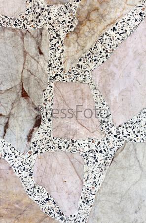 Рисунок на старой каменной стене
