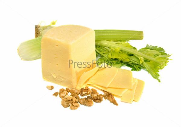 Сыр, сельдерей и орехи