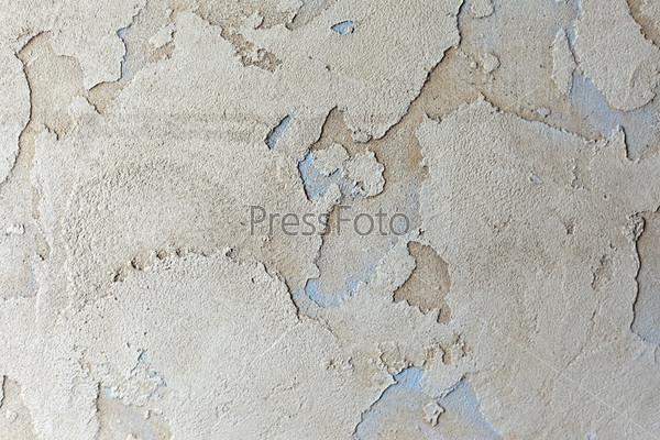 Бетонная стена с трещинами