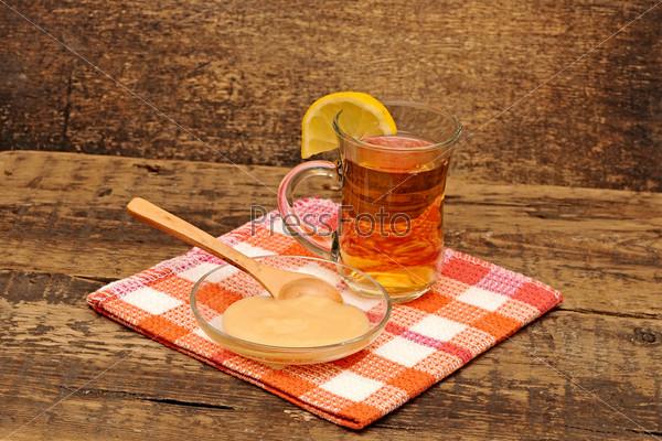 Кружка чая и мед