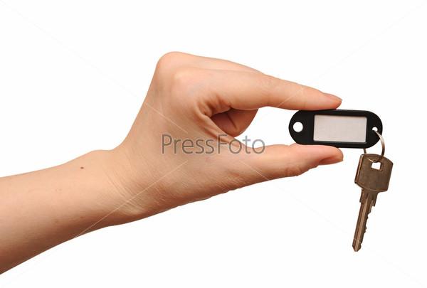 Ключ с ярлыком в руке