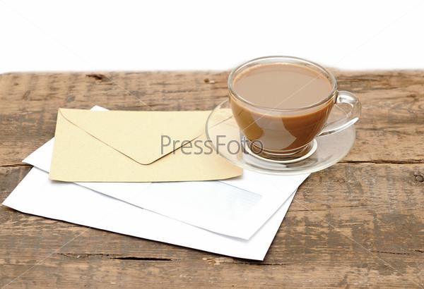 Фотография на тему Конверты и чашка кофе на деревянном столе