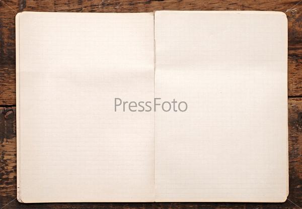 Фотография на тему Раскрытая тетрадь на столе