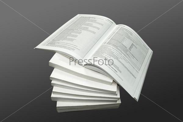 Фотография на тему Стопка книг на сером фоне
