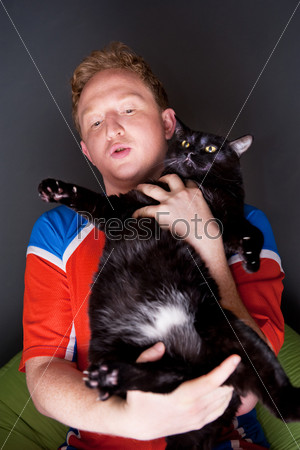 Портрет молодого человека с котом