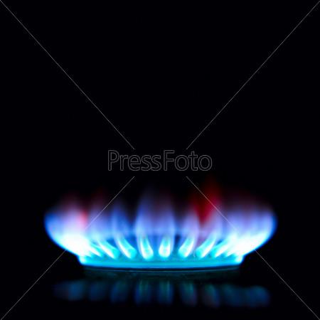 Фотография на тему Синее и красное пламя газовой горелки в темноте
