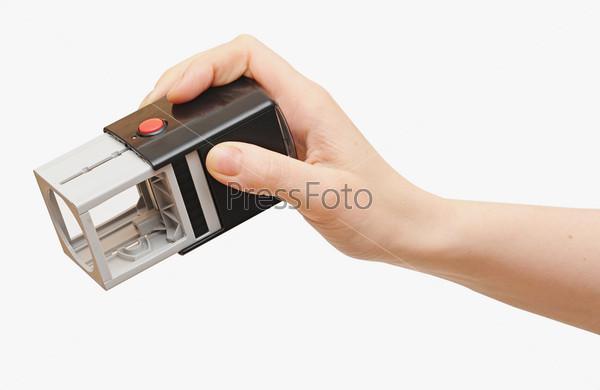 Рука с печатью для документов на белом фоне