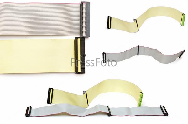 Разноцветные шлейфы на белом фоне