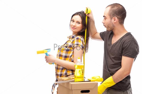 Фотография на тему Портрет молодой пары, занимающейся ремонтом
