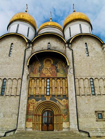 Фотография на тему Православный Успенский собор в Кремле