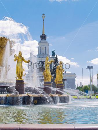 Фотография на тему Старый советский фонтан дружбы народов в парке ВДНХ, Москва, Россия