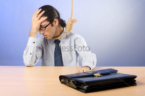 Фотография на тему Бизнесмен с портфелем и петлей на шее