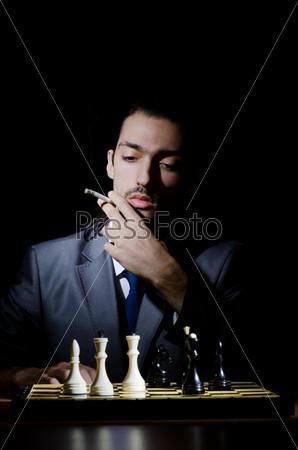 Фотография на тему Шахматист играет партию