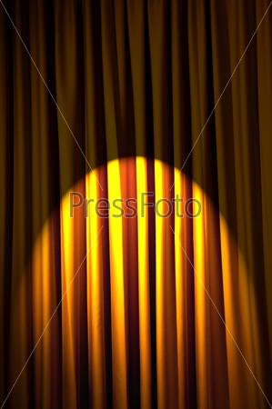 Ярко освещенный занавес, концепция театра