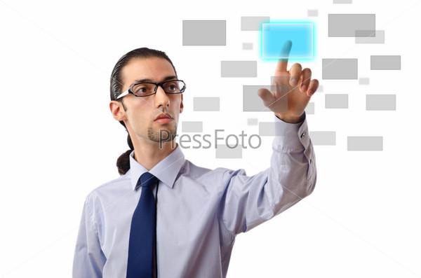 Бизнесмен нажимает виртуальную кнопку